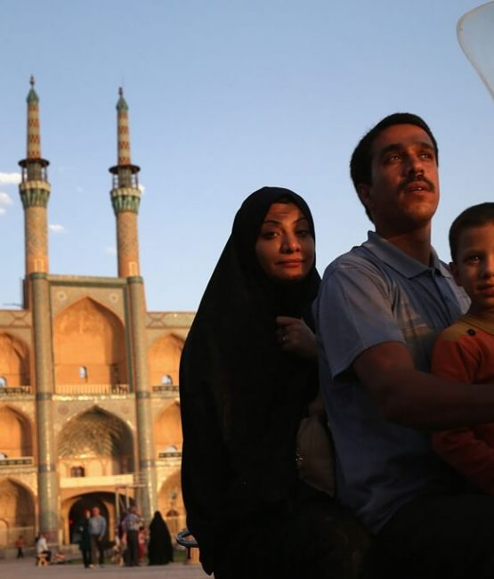 -yazd-family-sat-on-bike-iran