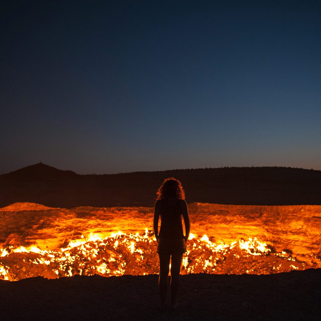Darvaz-crater-fire-night-sky-Turkmenistan