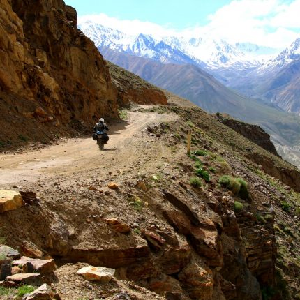 tajikistan-motorbike-pamir-mountains-snow