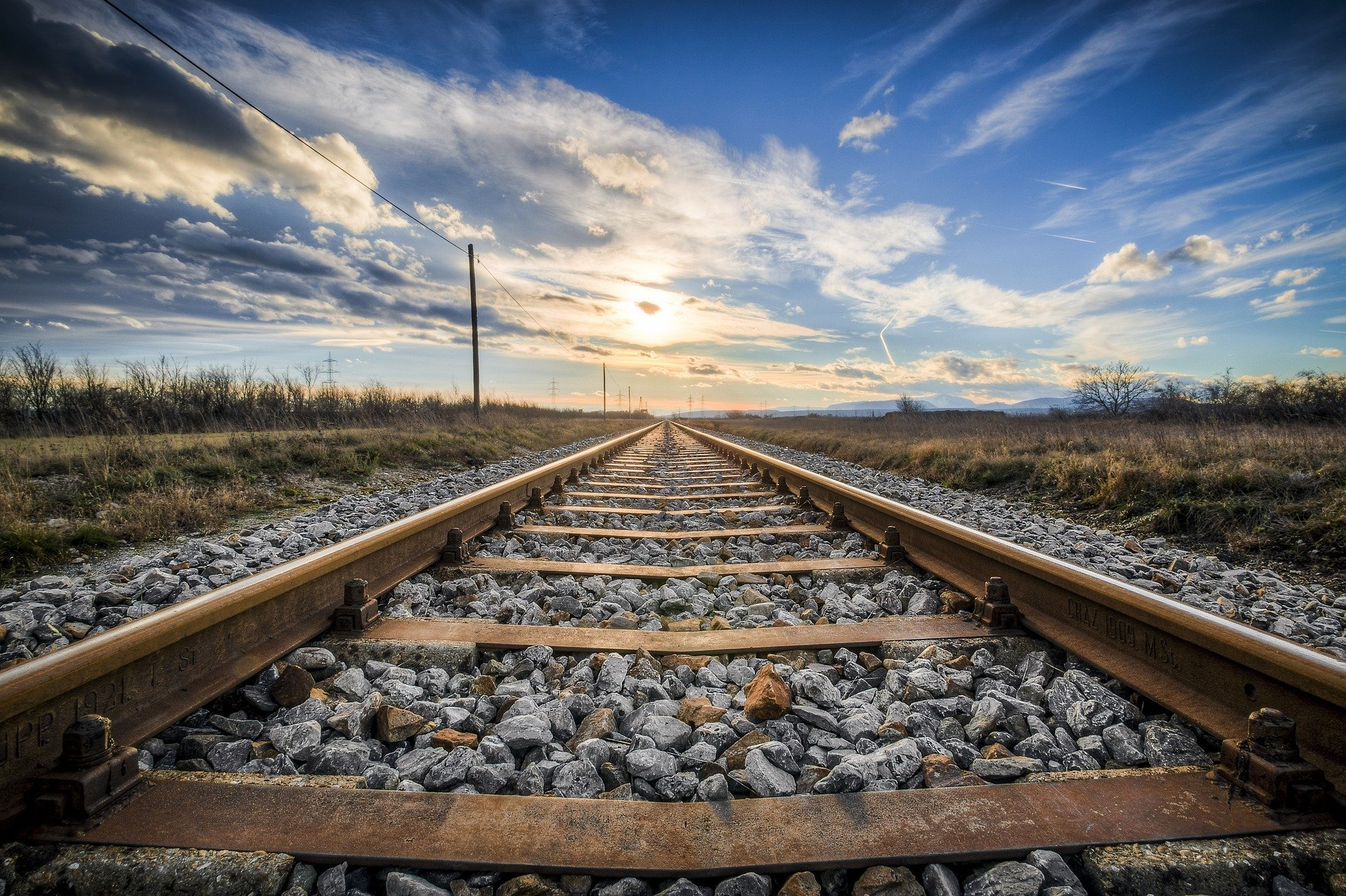 train-tracks-georgia-sun-sky